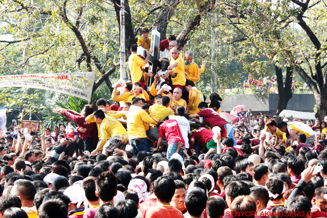 Devotess defying all odds to touch the Black Nazarene