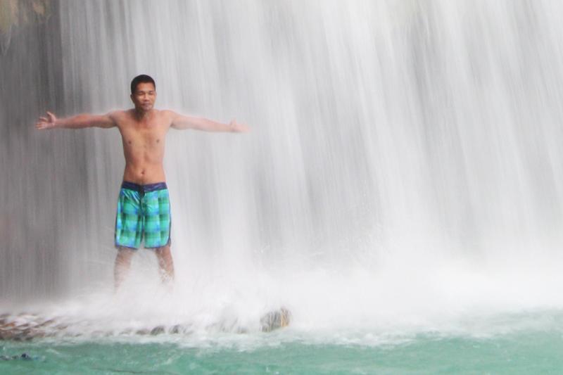 Refreshing massage at Kawasan Falls