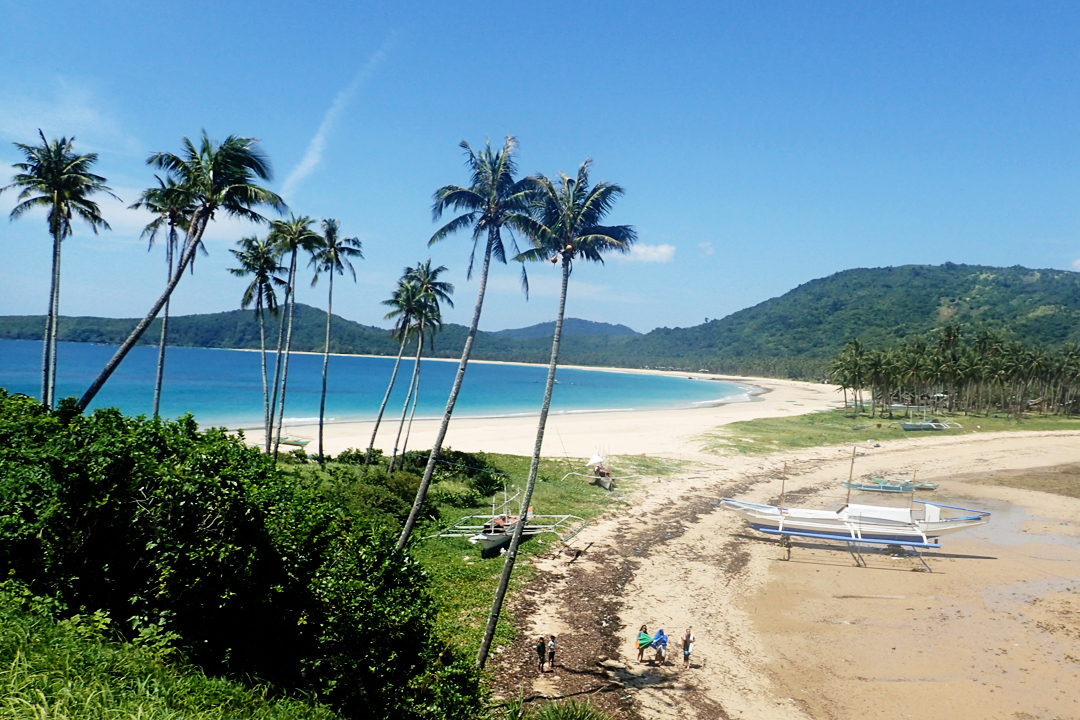 The twin beaches of El Nido. Calitang on the left, Nacpan on the right
