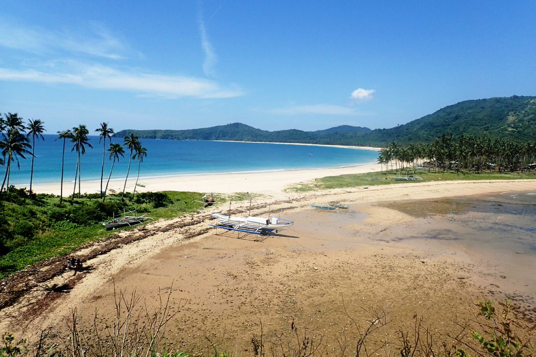 The twin beaches of El Nido